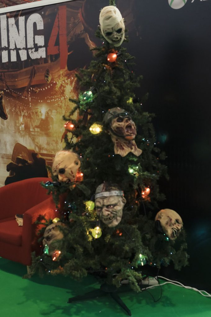 christmas tree comic con